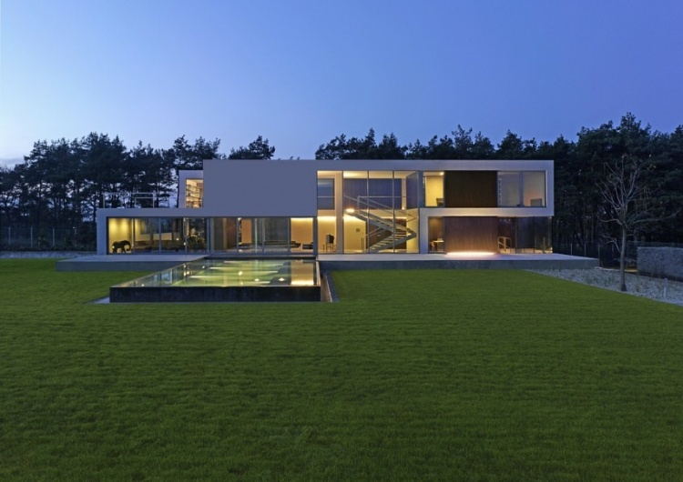 Brilliant Aatrial House by KWK PROMES