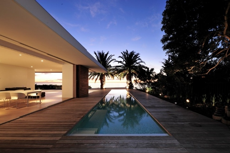 House in Camps Bay by Luis Mira Architect