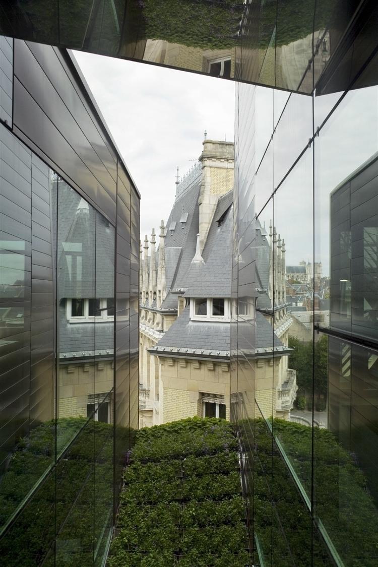 The Bouctot-Vagniez Town Hall by Chartier-Corbasson Architectes