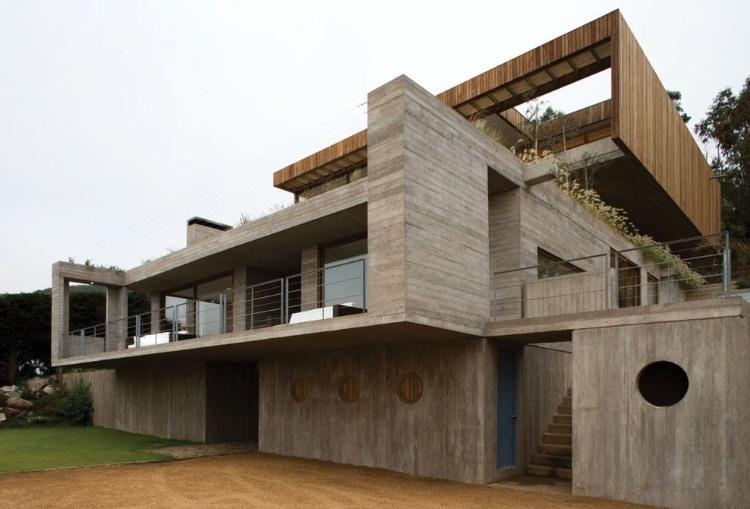 Casa el Pangue by Elton + Leniz Architects