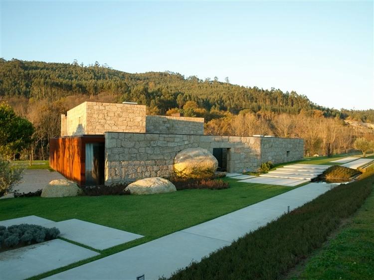 House in brito by topos atelier de arquitectura homeadore - Atelier arquitectura ...