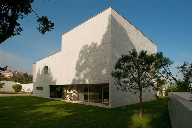 House in Aldoar by Topos Atelier de Arquitectura