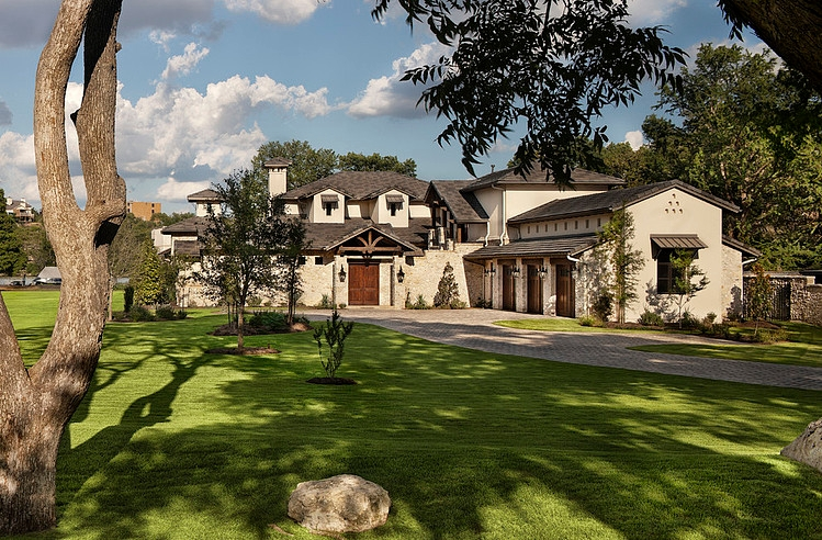 Classy Hill Country Residence by Jauregui Architecture