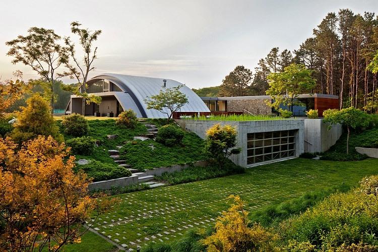 Arc House by Maziar Behrooz