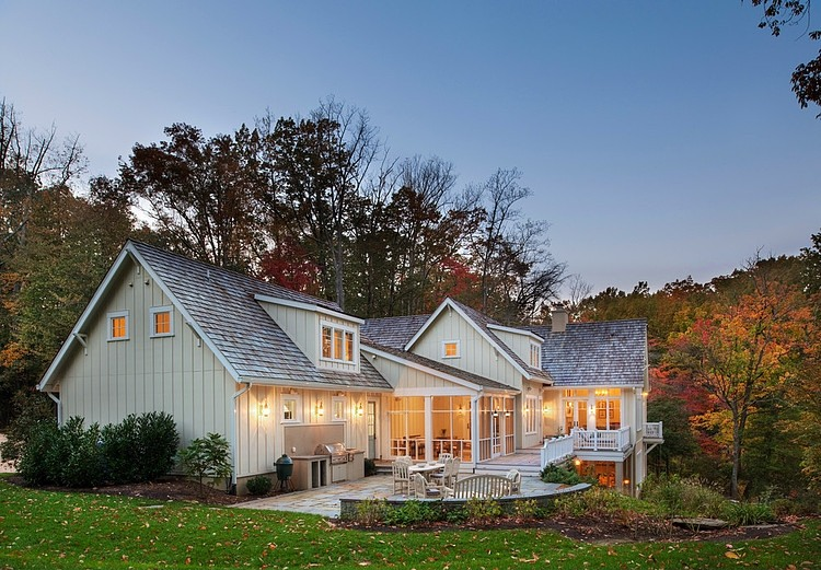 Lakeside Family Cottage by Barnes Vanze Architects