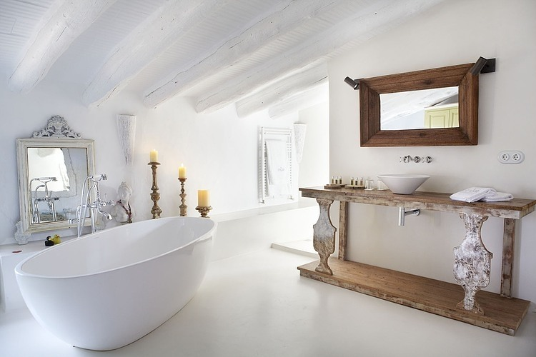 Bed breakfast by coblonal arquitectura homeadore - Exposicion banos barcelona ...