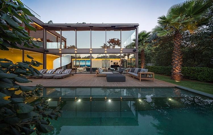 luxus villa mit pool flachdach verglasung limantos residenz fernanda marques
