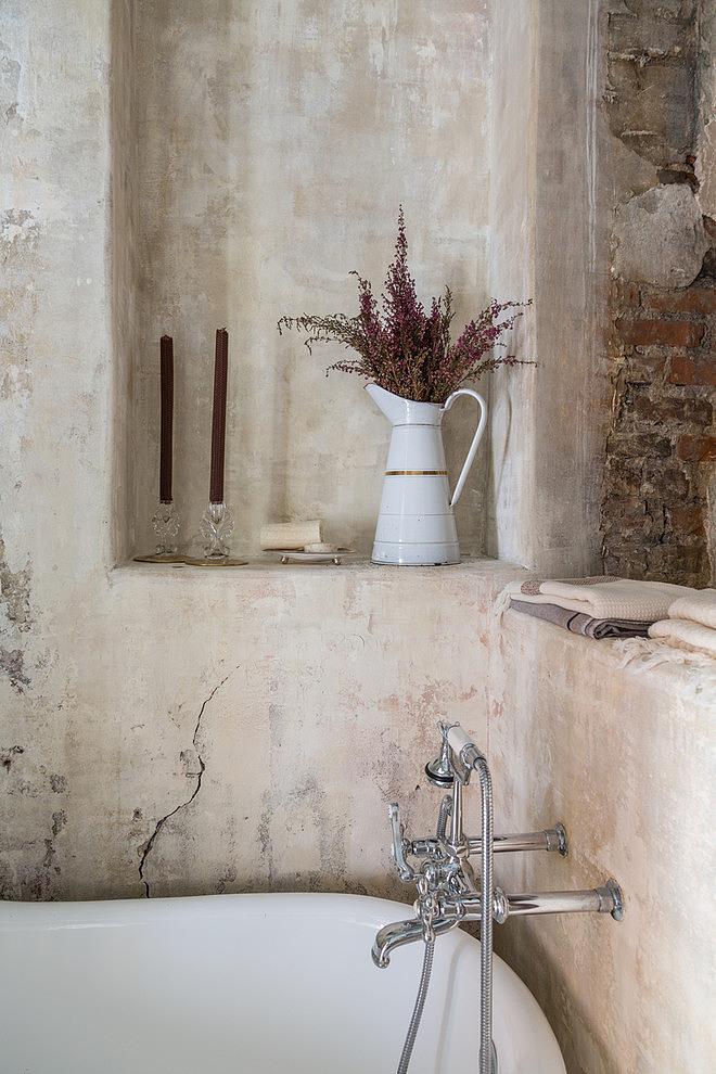 French Quarter Condo by Logan Killen Interiors