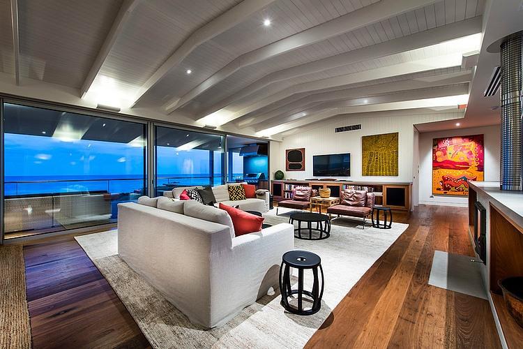 Eagle Bay Beach House by Zorzi South