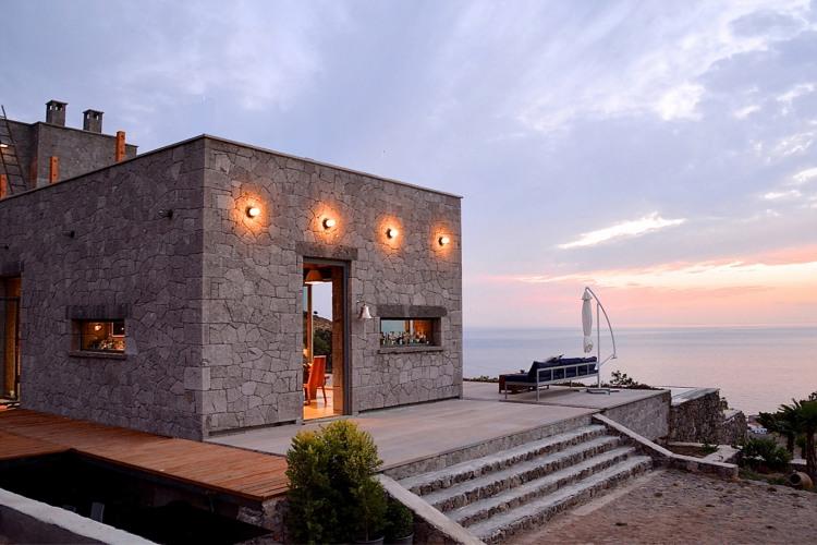 UC House by Studio Embark Inc.