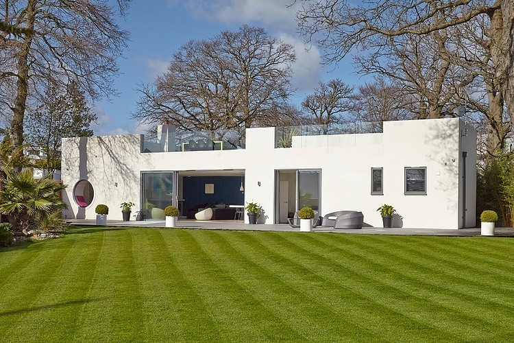 House in Hamble-Le-Rice by LA Hally Architect