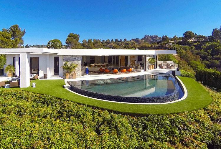 House in Beverly Hills by Ferrugio Design + Associates