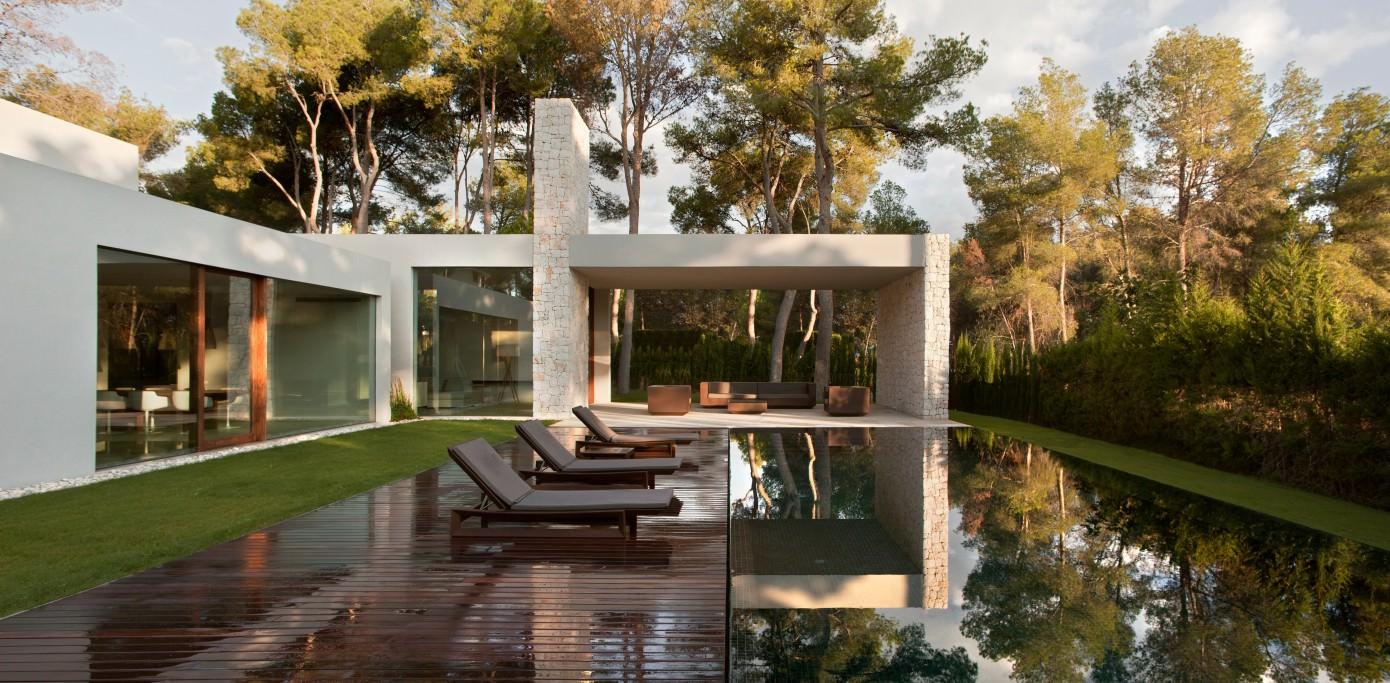 El bosque house by ramon esteve estudio homeadore - Casas decoradas por dentro ...