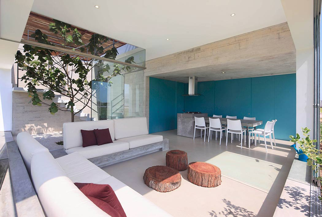 Maple House by Martin Dulanto Arquitecto