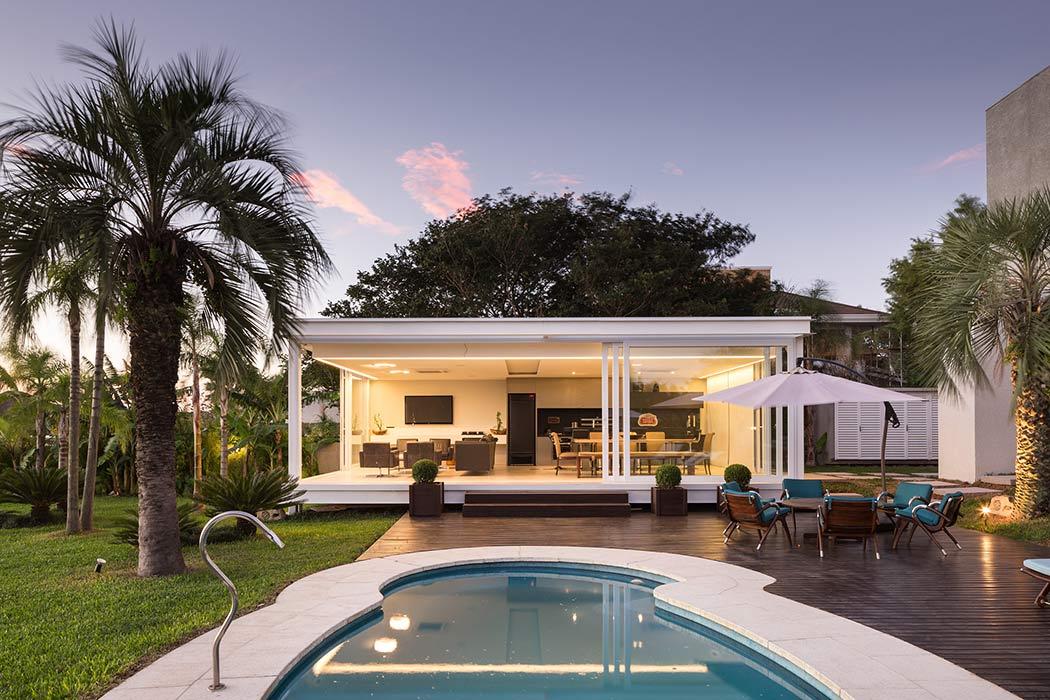 Pool House in Porto Alegre by Kali Arquitetura