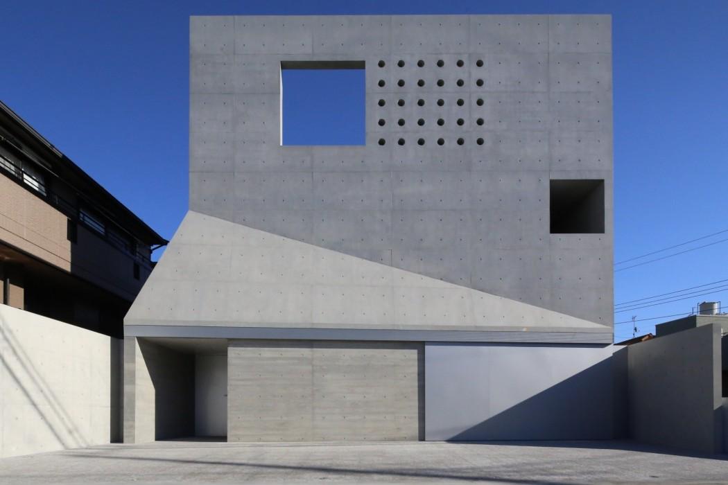 House in Tsudanuma by Fuse-Atelier