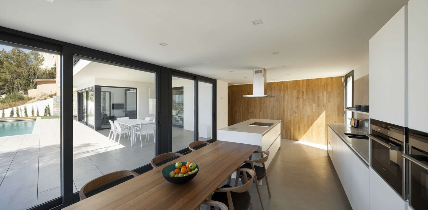OOS House by Sanahuja & Partners