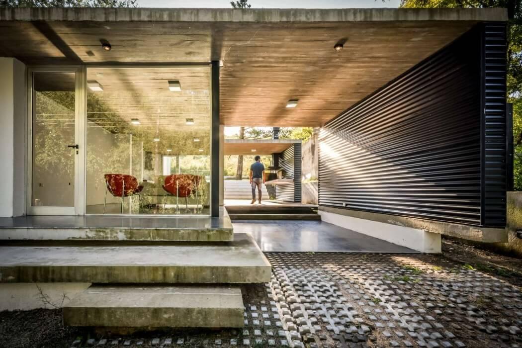 Suburban House by STC Arquitectos