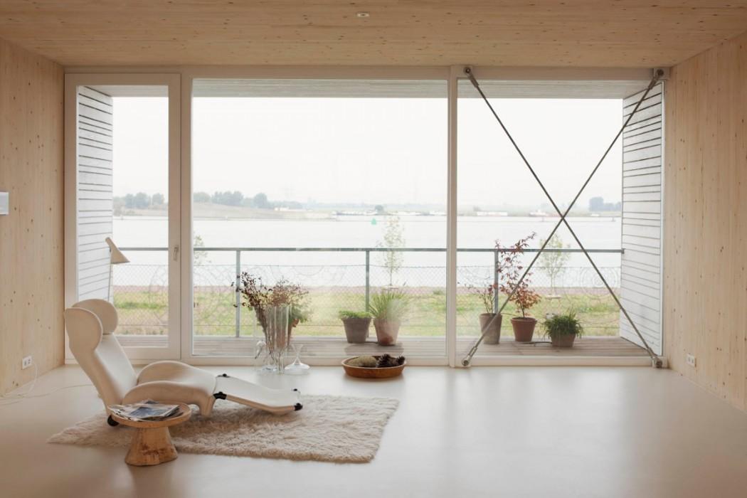 Home in Amsterdam by Meesvisser