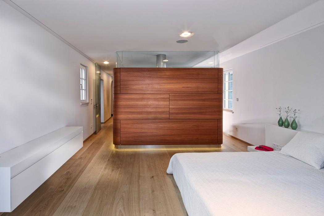 Modernist Villa by 4a Architekten