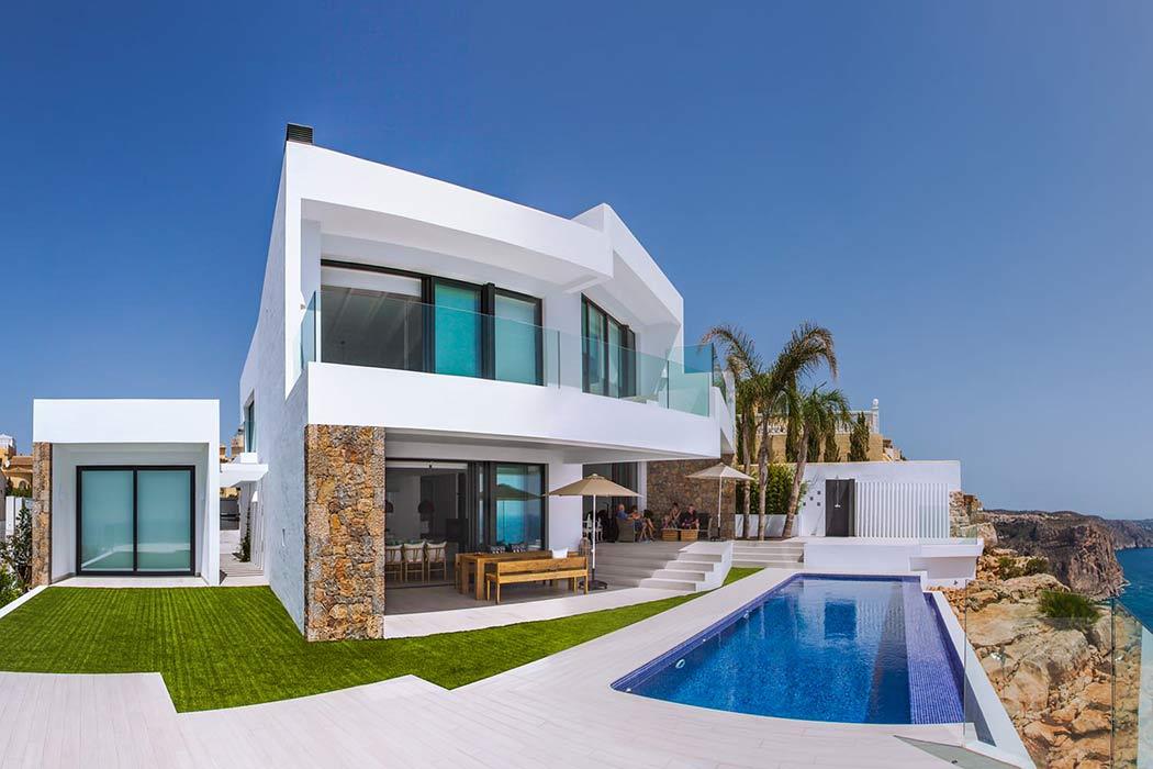 Seafront Villa by IncommunStudio