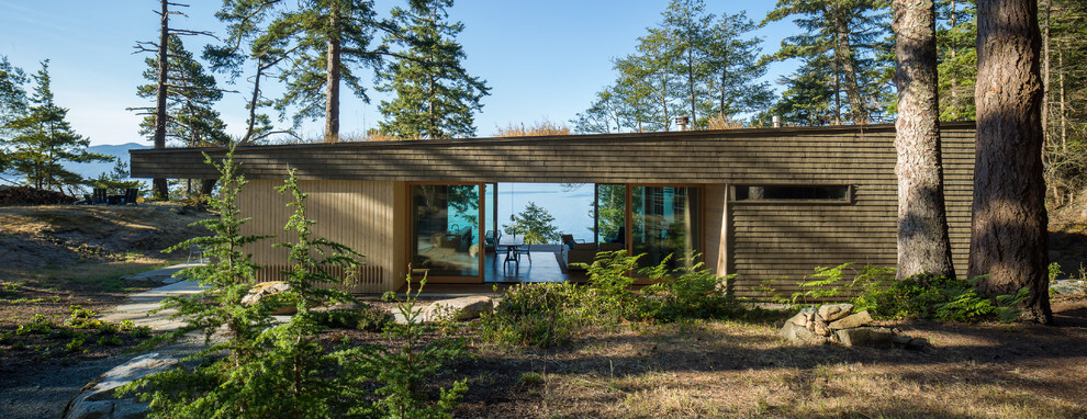 Lone Madrone Retreat by Heliotrope Architects