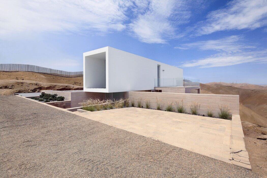 House in Peru by Domenack Arquitectos