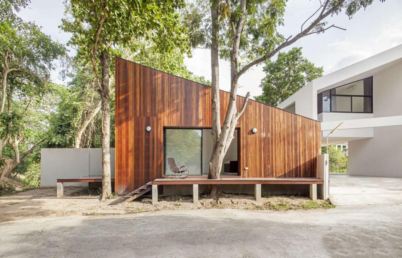 Mae Kao Canal House by Ekar Architects