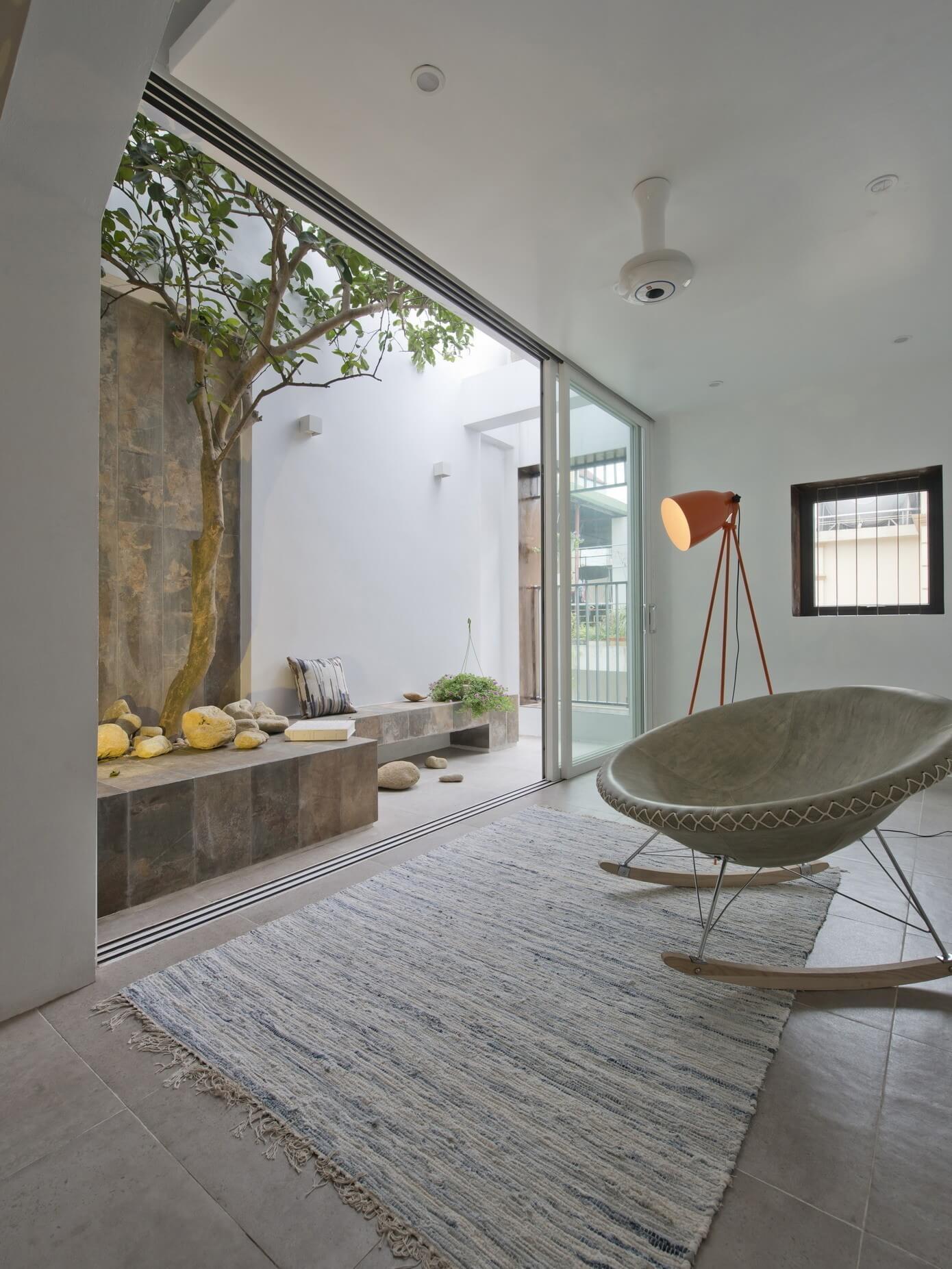 QT House by Landmak Architecture