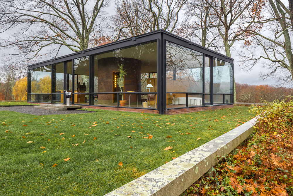 the glass house by philip johnson architecture. Black Bedroom Furniture Sets. Home Design Ideas
