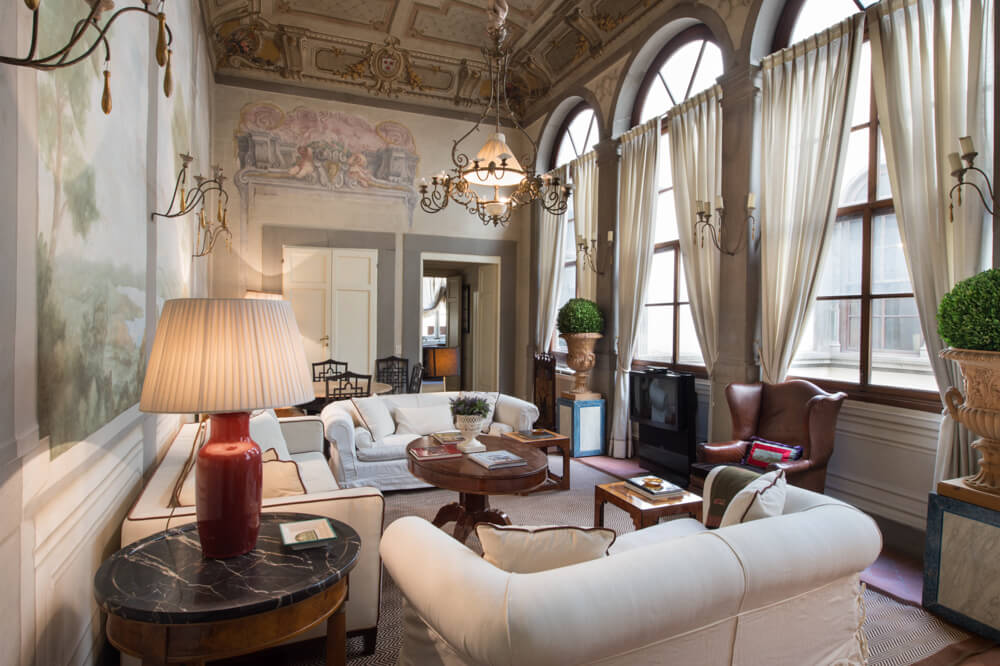 Private apartment in florence homeadore for Interior design jobs in florence italy