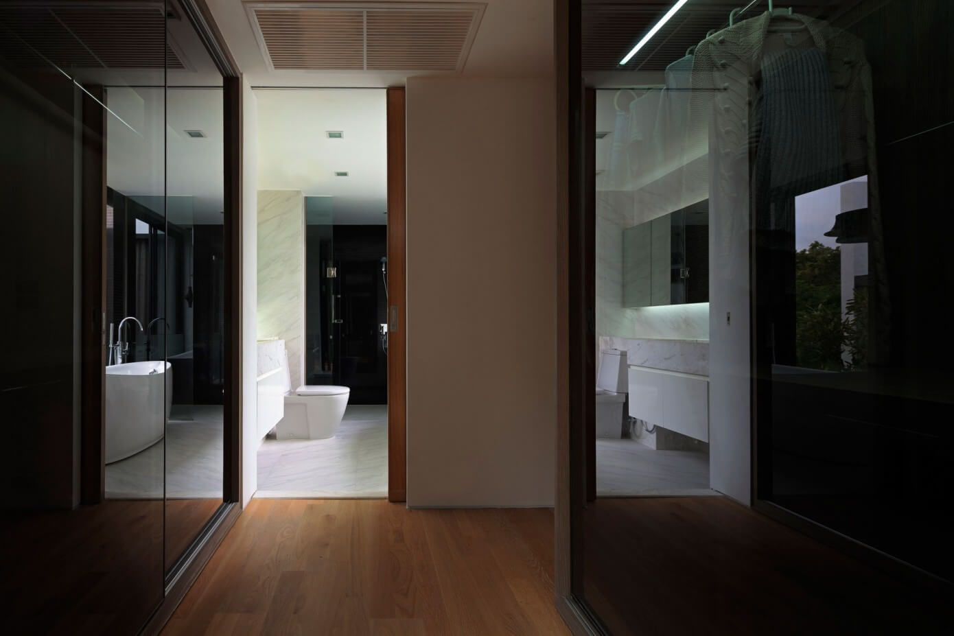 Contemporary House by Ayutt and Associates