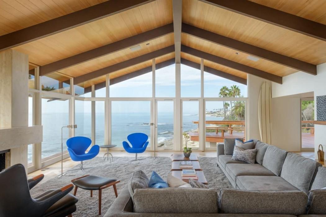 Modern Beach House by Eddie Lee
