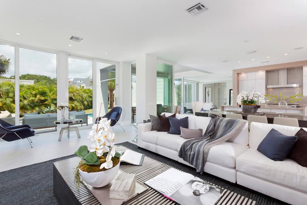 Modern Residence by IBI Designs