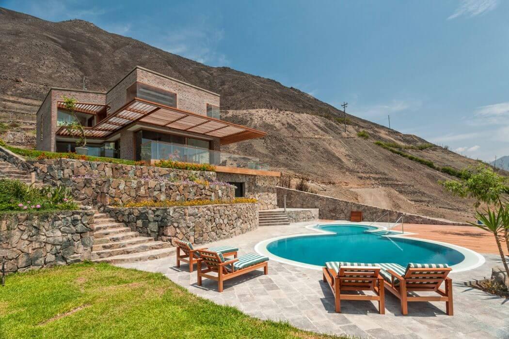 Private House in Peru by Estudio Rafael Freyre