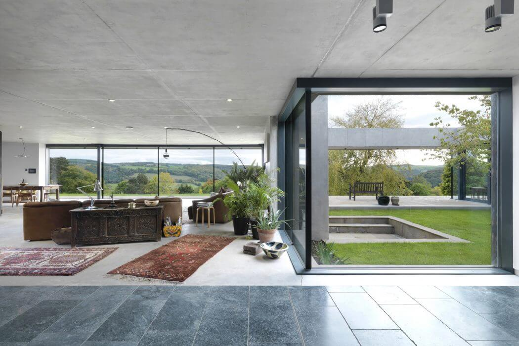 Outhouse Gloucestershire by Loyn and Co Architects