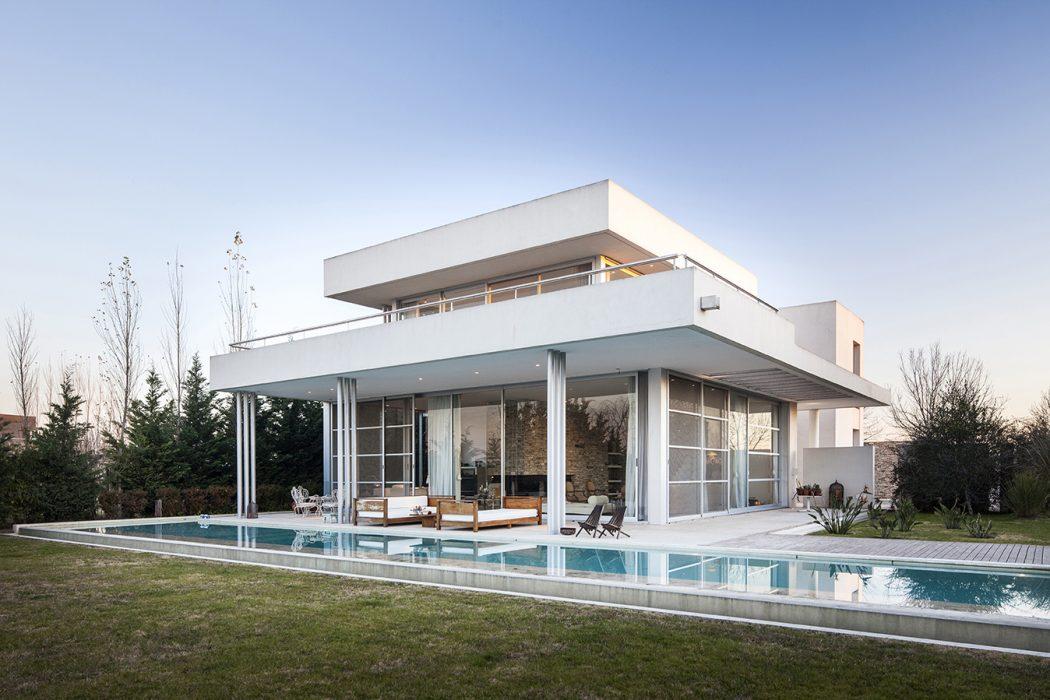 Casa Agua by Barrionuevo Sierchuk Arquitectas