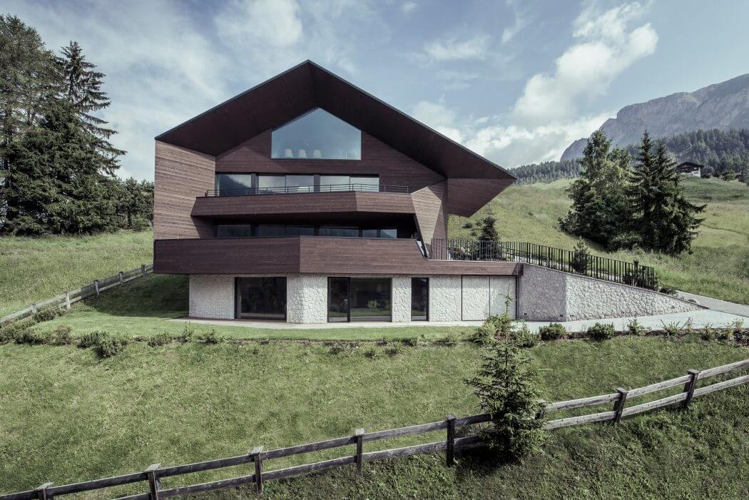 Contemporary Chalet by Rudolf Perathoner Architect
