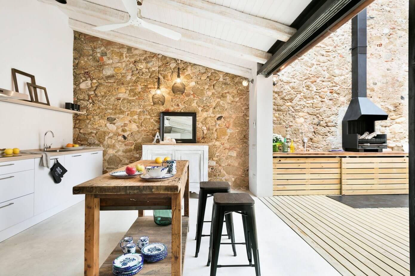 007 house baix empord home deco homeadore for Casas con escaleras por dentro