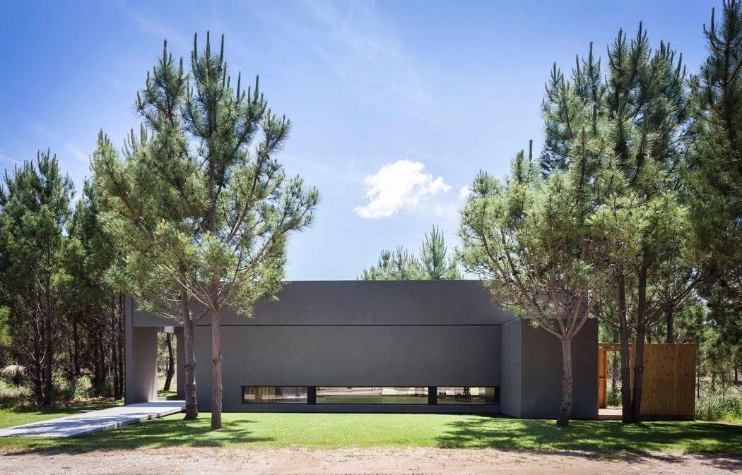 Modern Beach House by Estudio PKa