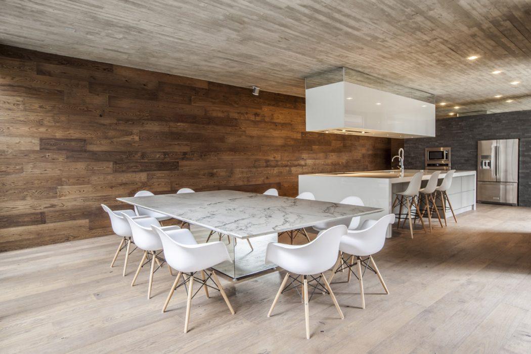 Casa F12 by Miguel de la Torre Arquitectos