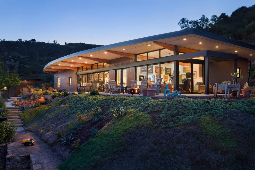 Mountain Drive Residence by Blackbird Architects