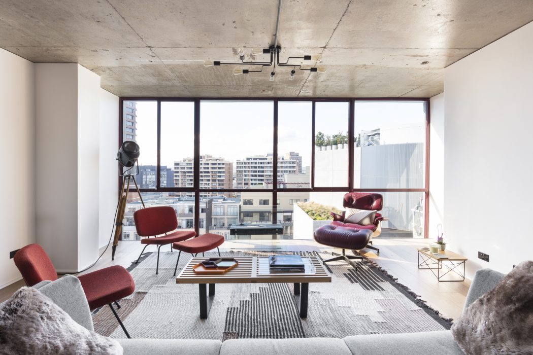 Penthouse in Sydney by Stukel Stone