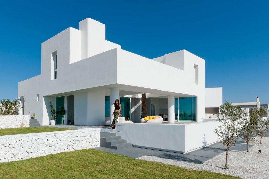 Summer House by Kapsimalis Architects