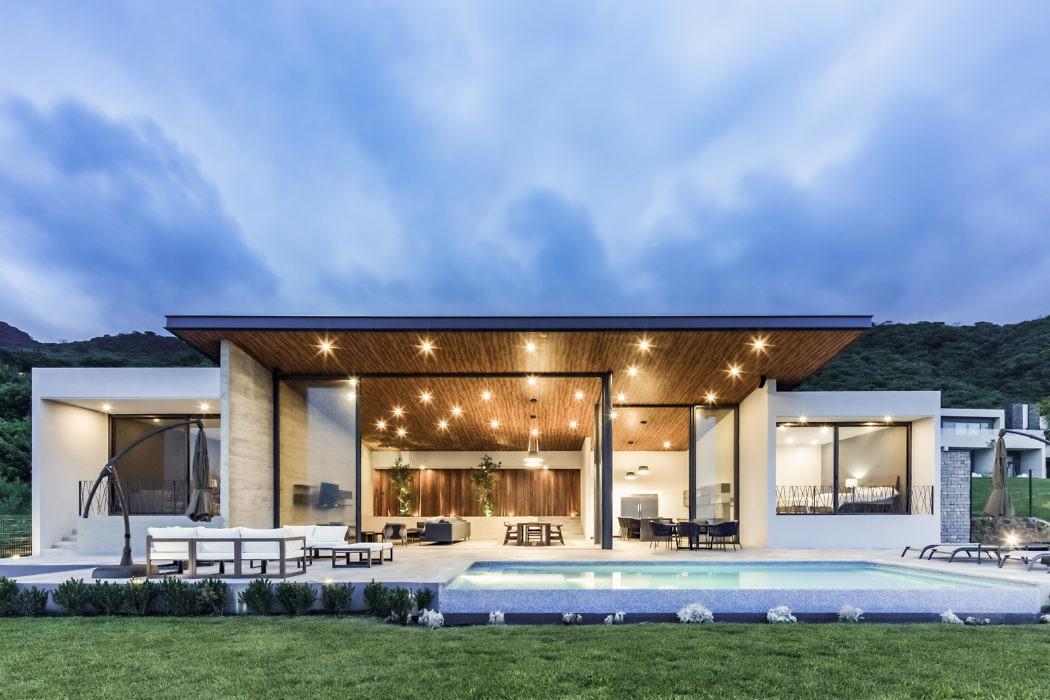 Casa Lago by Farq Arquitectos
