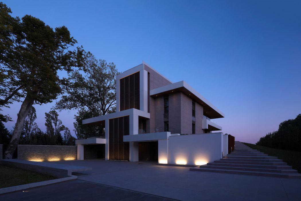Contemporary House by Massimo Nencioni