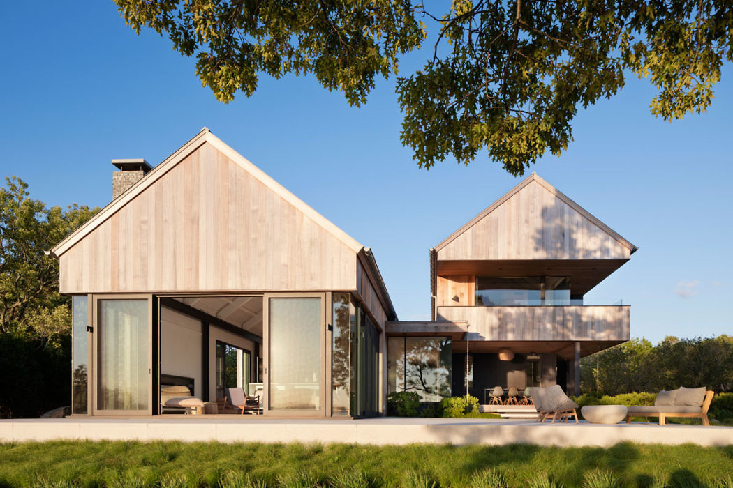 East Lake House by Robert Young Architects