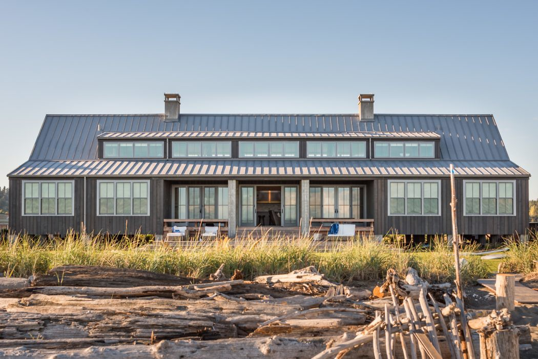 Whidbey Island Home by Hoedemaker Pfeiffer