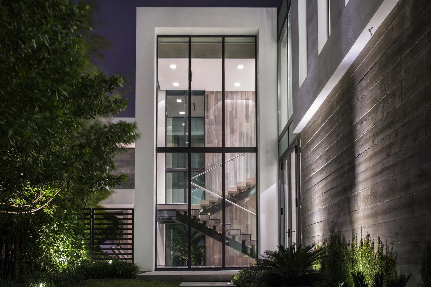 Miami Beach Island Home by Choeff Levy Fischman