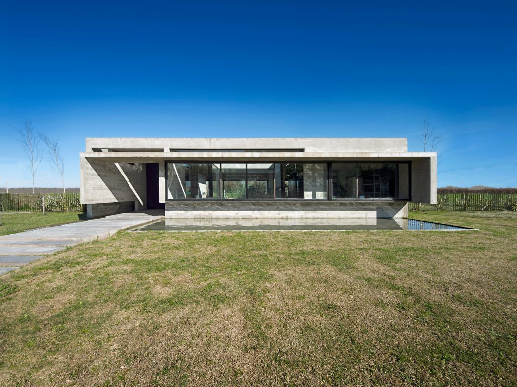 Casa Mach by Luciano Kruk Arquitectos